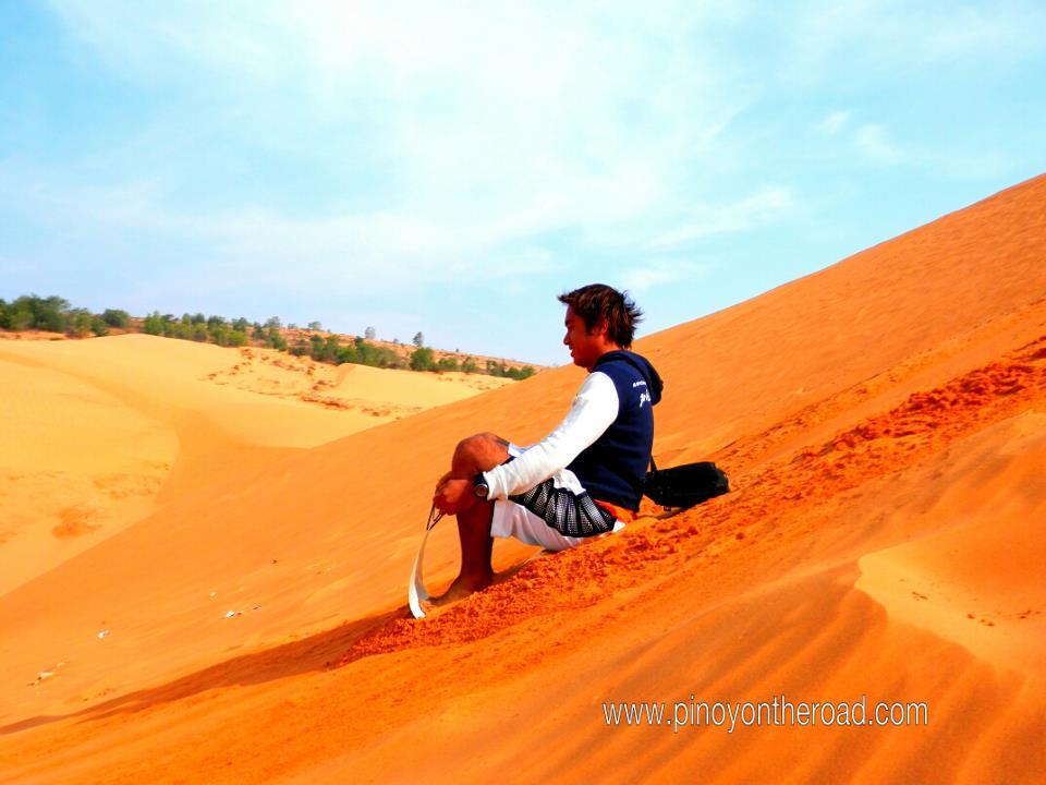 sand borading in red dunes mui ne vietnam