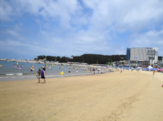 Eurwangni Beach (photo from www.modernseoul.org)