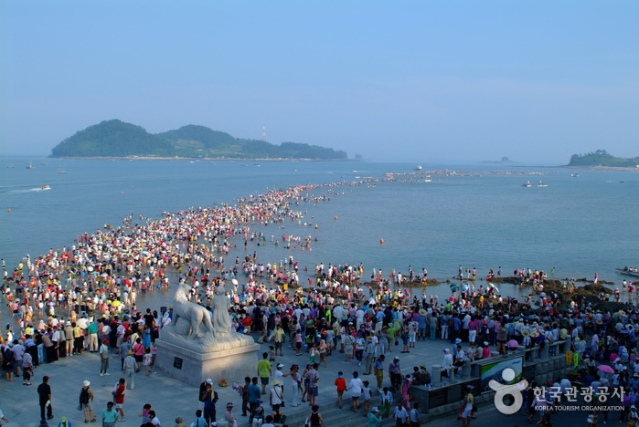 Muchangpo Beach (photo from Korea Tourism Office)