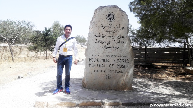 Stone marker at the entrance of Mt. Nebo